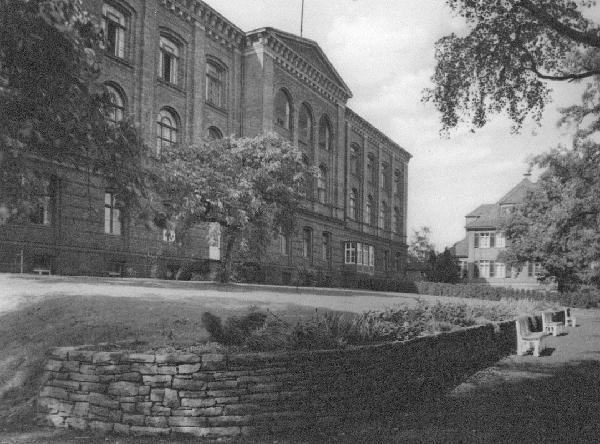 Die Bonner Universitäts-Frauenklinik mit Direktorhaus in der Theaterstraße, 1930er Jahre