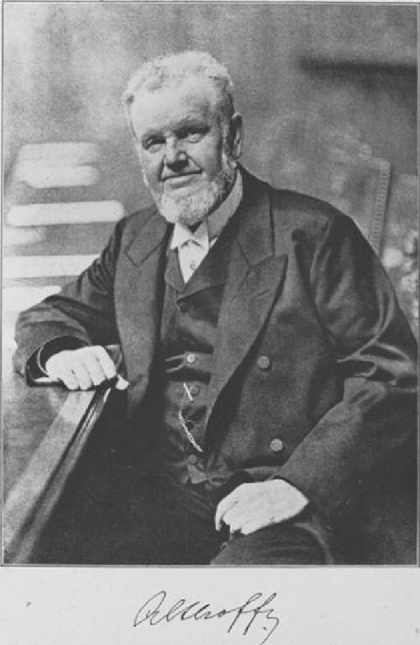Friedrich Althoff. Foto von Fritz Milkau (1859-1934) mit Signatur Althoffs