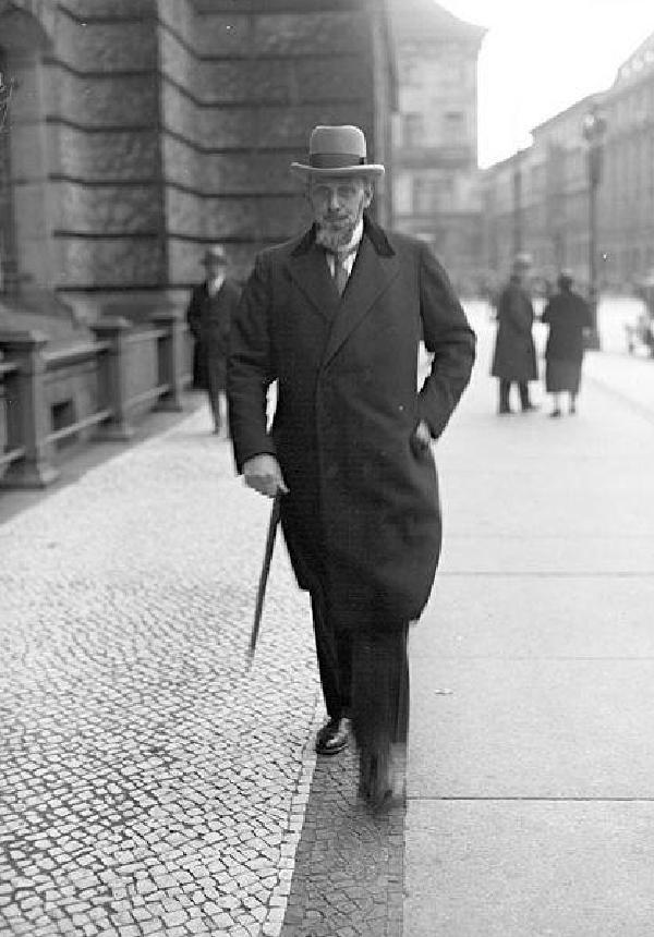 Johann Viktor Bredt nach seinem Rücktritt als Reichsjustizminister, November 1930