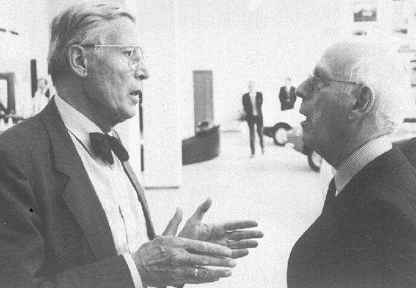 Professor Hugo Borger (links) im Gespräch mit Heinrich Lohmer, Köln, 1990
