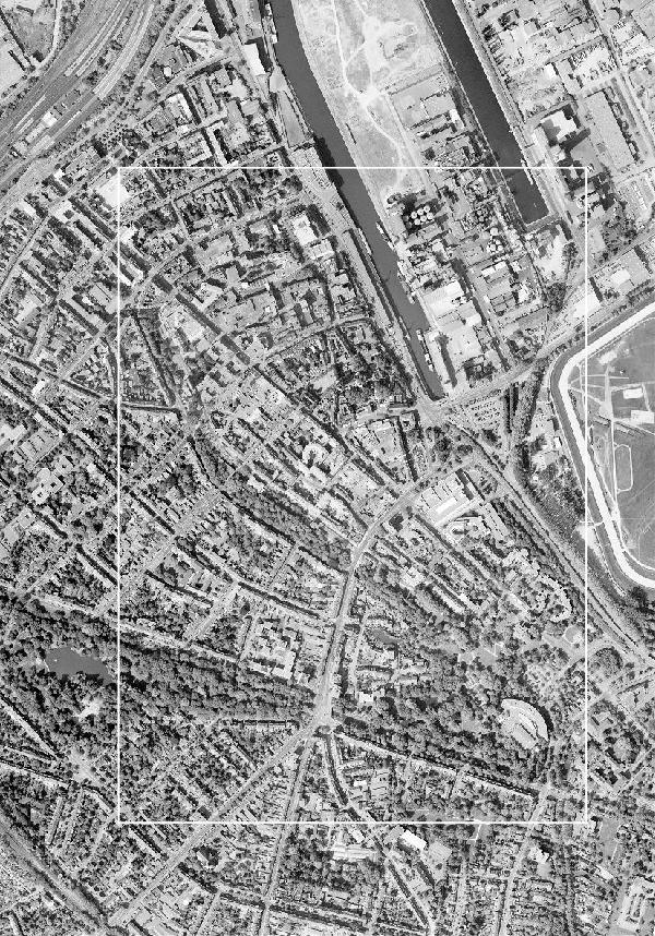 Luftbild Neuss von 2007 im Verhältnis 1 : 5.000, Zusammensetzung der Orthobilder Neuss, Neuss Nordwest, Neuss Hafen und Neuss Krankenhaus. Der weiße Rahmen kennzeichnet den Urkartenausschnitt